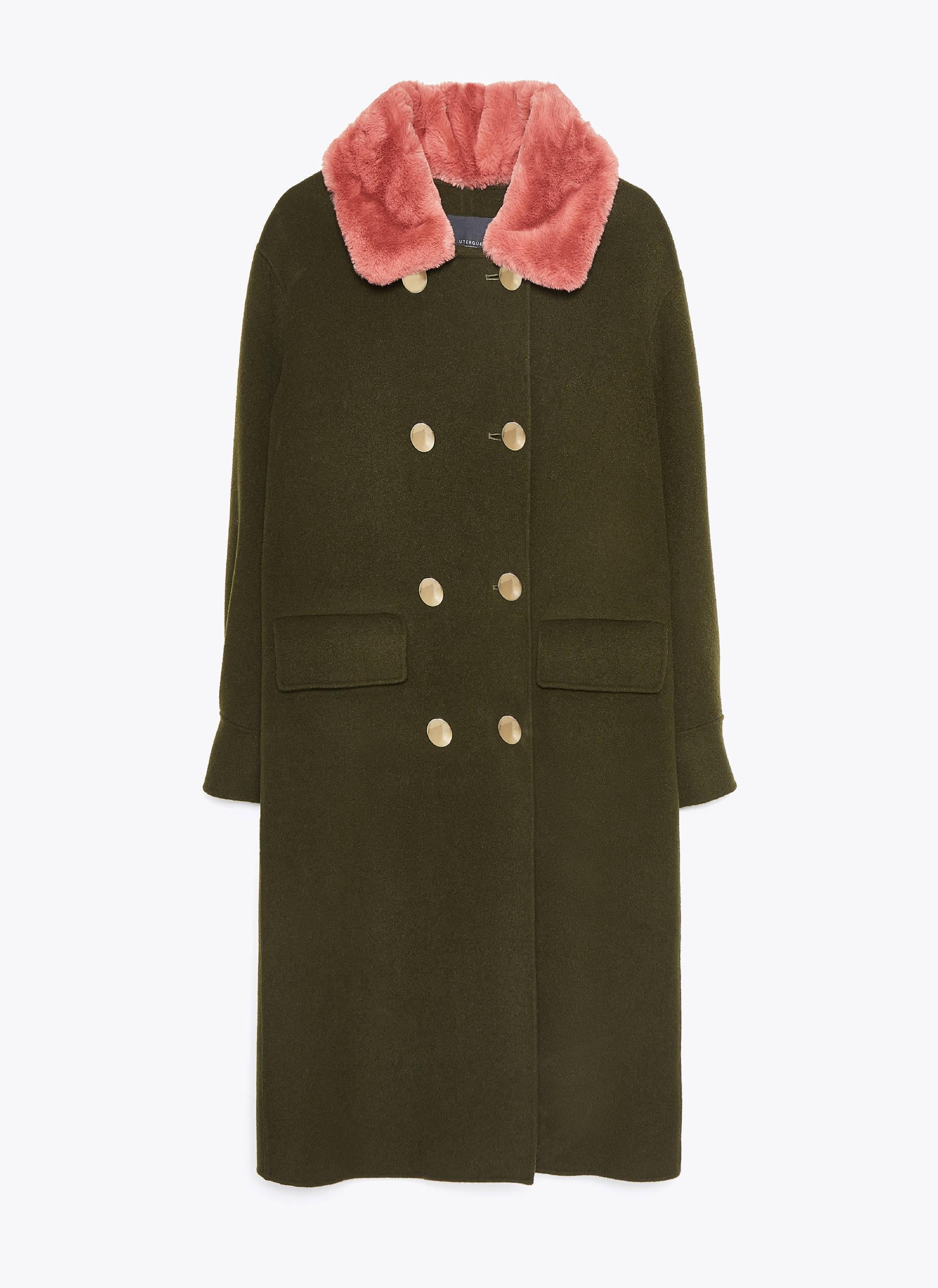 Abrigo con cuello de pelo, de Uterqüe (229 euros).