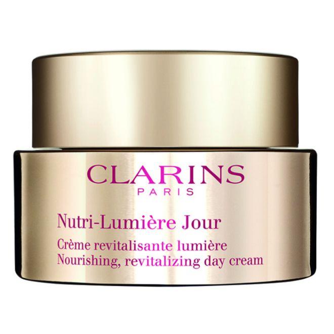 Nutri-Lumière Jour, de Clarins (130 euros). Crema en aceite fundente con extractos de la flor y el fruto del castaño de Indias que ilumina y nutre los cutis maduros.