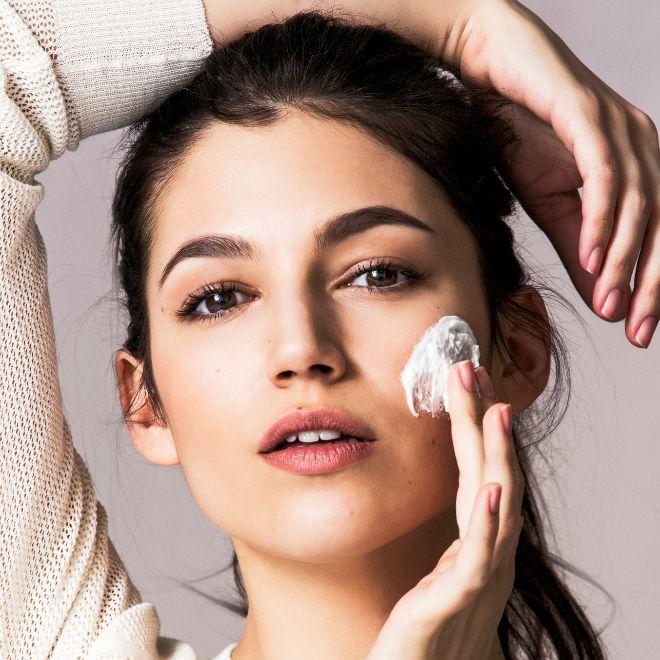 ¿Sabías que a partir de los 25 años la función barrera de la piel empieza a debilitarse? ¡Pon remedio!
