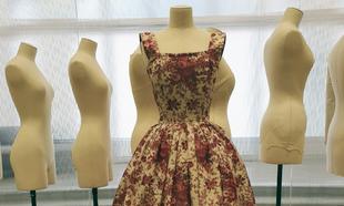 "Vestido  Roseraie, de la linea ""Flêche"", de 1956, de..."