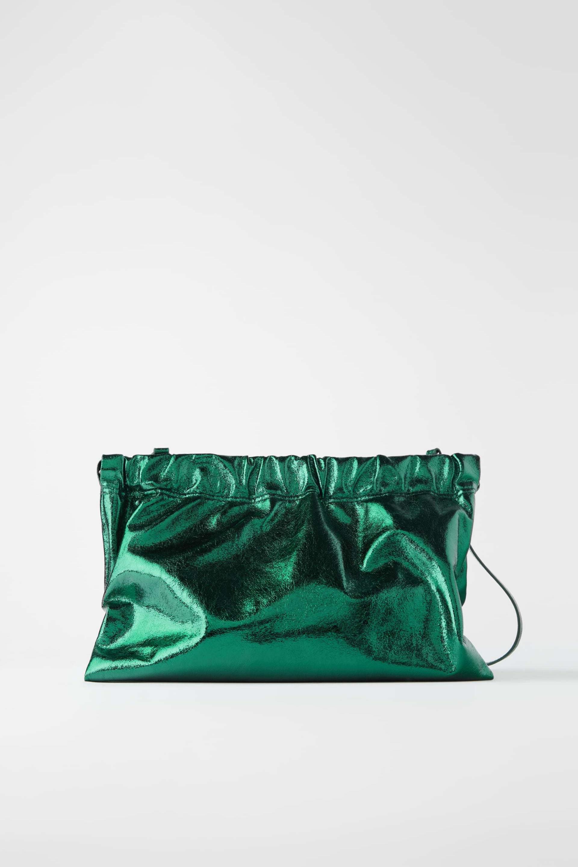 Sobre metalizado en verde de Zara (29,95¤)