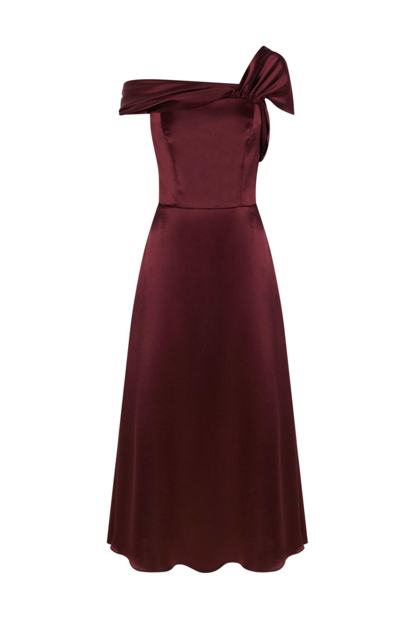 Vestido de seda con escote asimétrico de Pedro del Hierro (285¤)