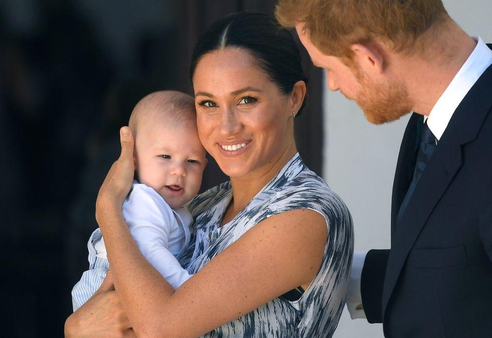 Los duques de Sussex con su hijo.