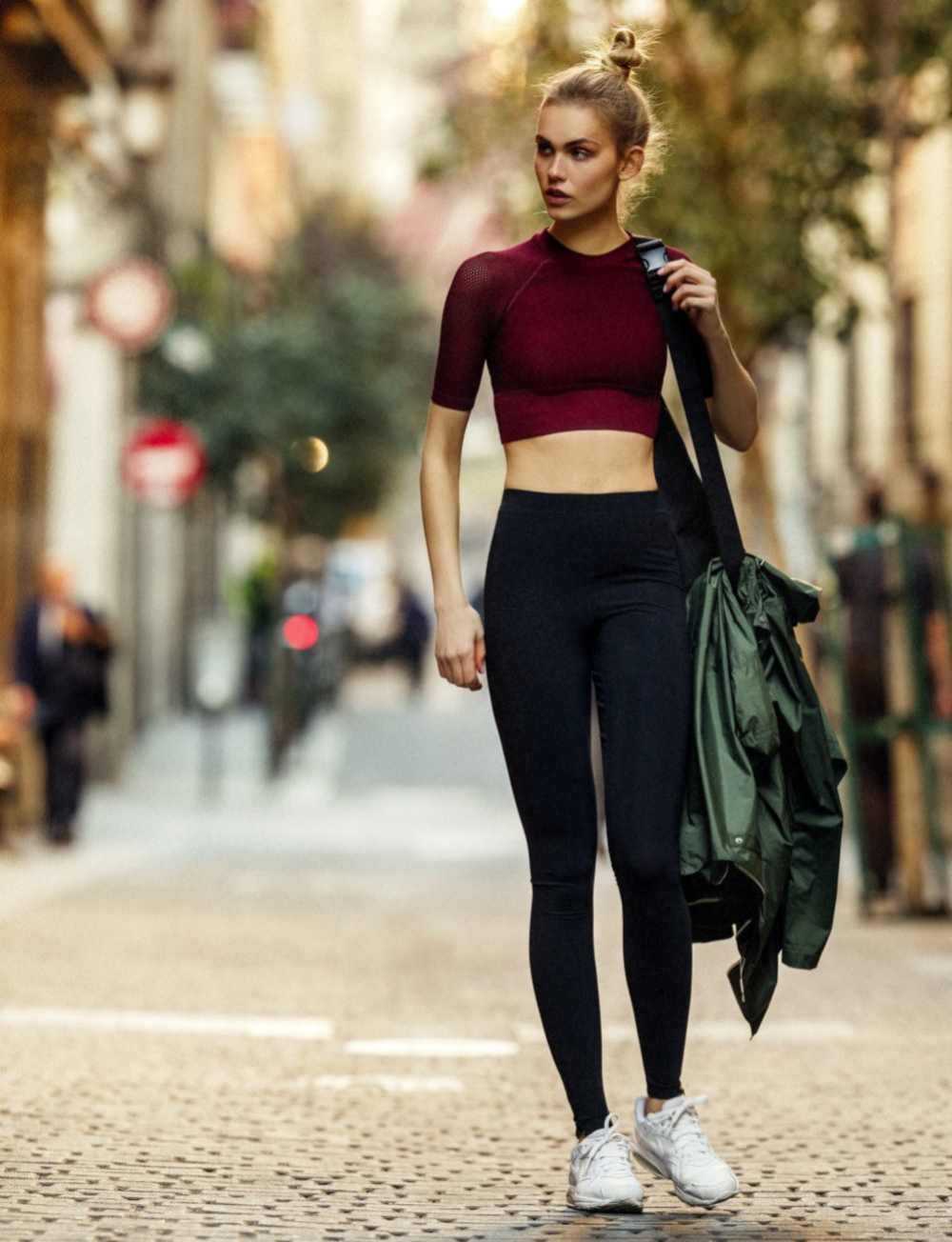 Caminar es una actividad aeróbica que tiene muchos beneficios.