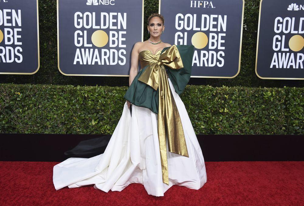 Jennifer Lopez con un diseño de Valentino en los Globos de Oro.