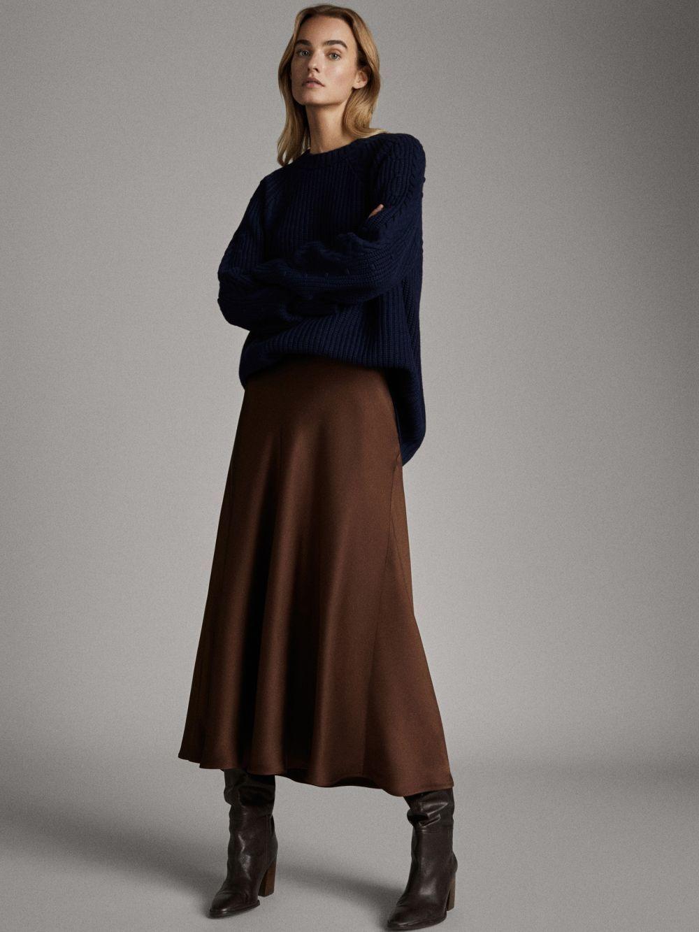 Falda satinada de Massimo Dutti
