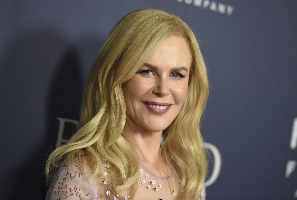 Añoramos los rizos de Nicole Kidman sobre la alfombra roja porque siempre los cambia por melenas lisas y con recogidos.