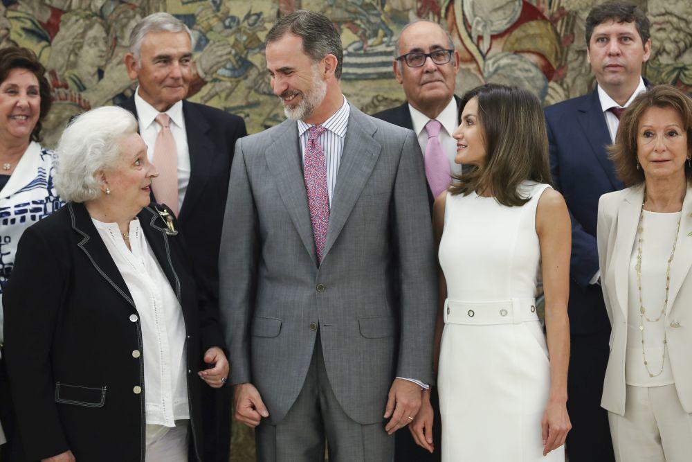 La infanta Pilar de Borbón con los Reyes.