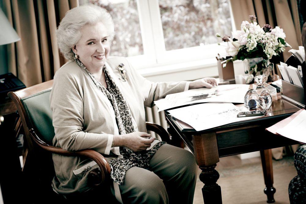 Doña Pilar de Borbón en su despacho de Nuevo Futuro durante su entrevista con TELVA.