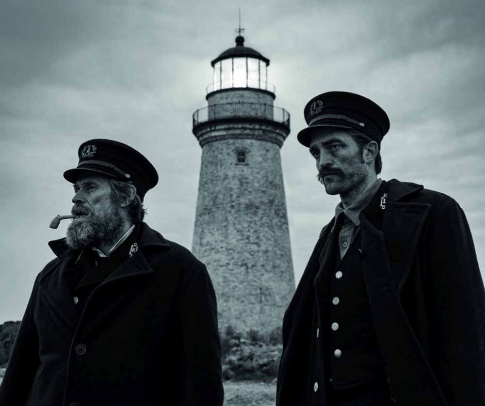 Robert Pattinson y Willem Dafoe en El faro