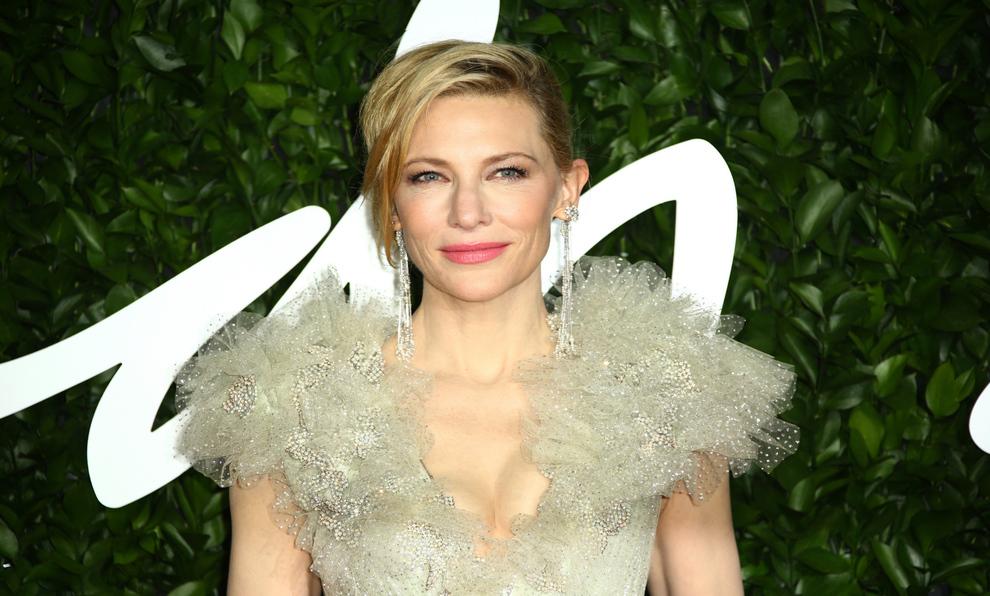 Cate Blanchett espectacular en la alfombra roja.