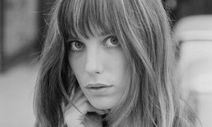 Jane Birkin es un icono de belleza y más aún por su flequillo largo...