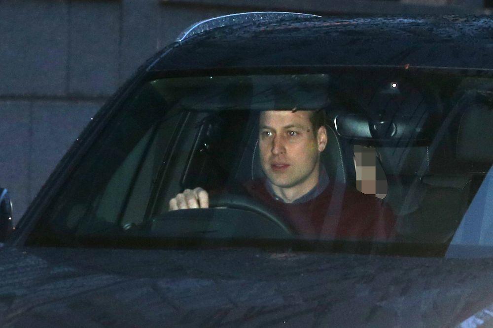 El príncipe Guillermo llegando a la reunión en Sandringham.
