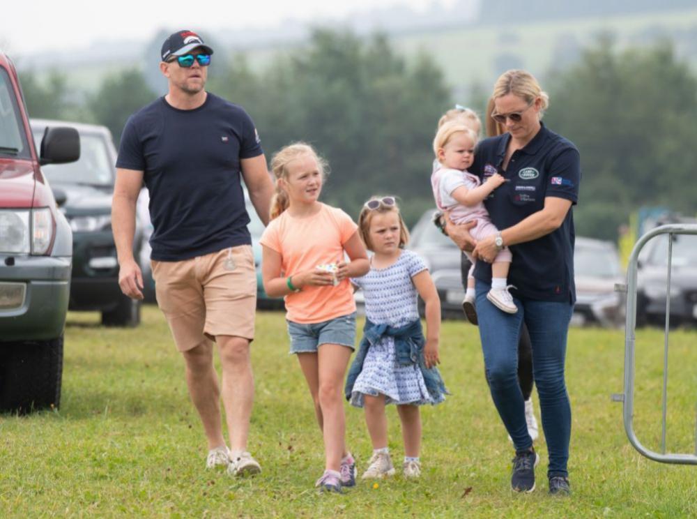 Zara Tindall con su marido y sus hijos.