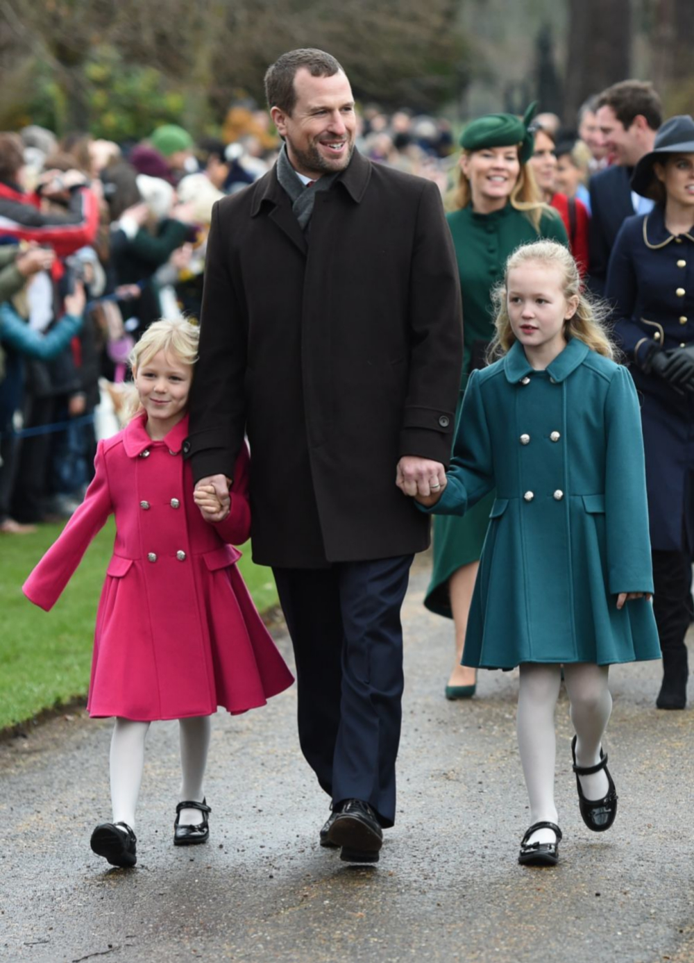 Peter Phillips con sus hijas.