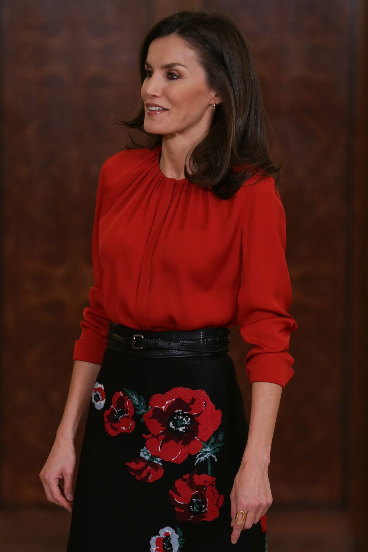 La reina Letizia con falda de flores.
