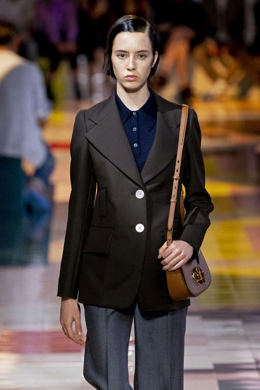 Look estilo setentas, una década favorita en la historia de la moda,...