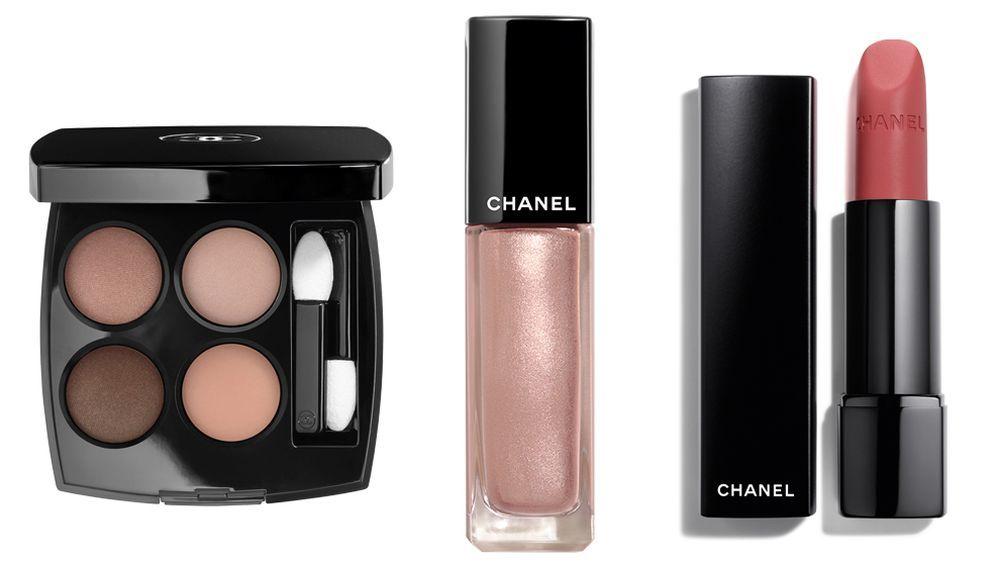 Paleta de sombras <em>Les 4 Ombres Warm Memories</em> (54 euros); Sombra de ojos en crema Ombre Premiére Lacque Quarz Rose y barra de labios Rouge Allure Velvet Extreme (35 euros), todo de la colección Dessert Dream de Chanel.