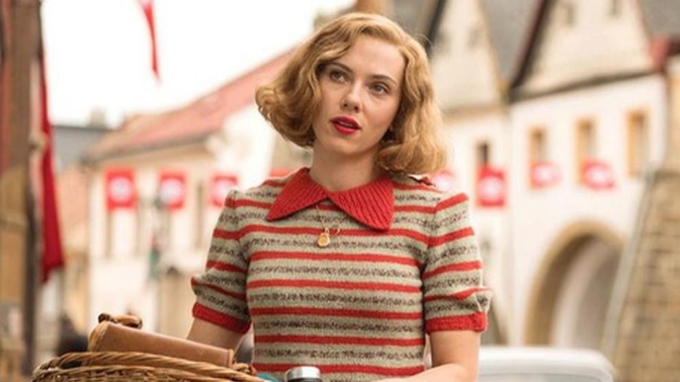 Scarlett Johansson es Rosie en la película Jojo Rabbit.