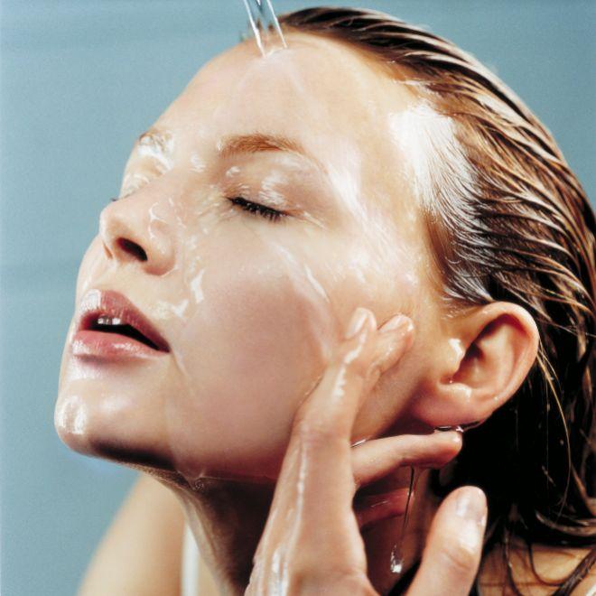 Limpiar tu rostro con agua no es suficiente. Elige la fórmula más adecuada para tu piel.