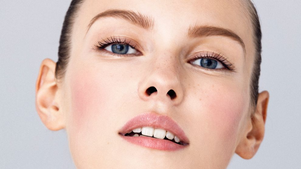 Empieza tu protocolo de tratamiento facial con una limpieza adecuada.