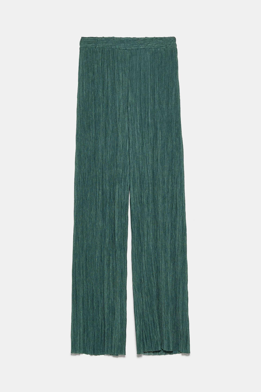Pantalón plisado en color verde de Zara (12,99¤)