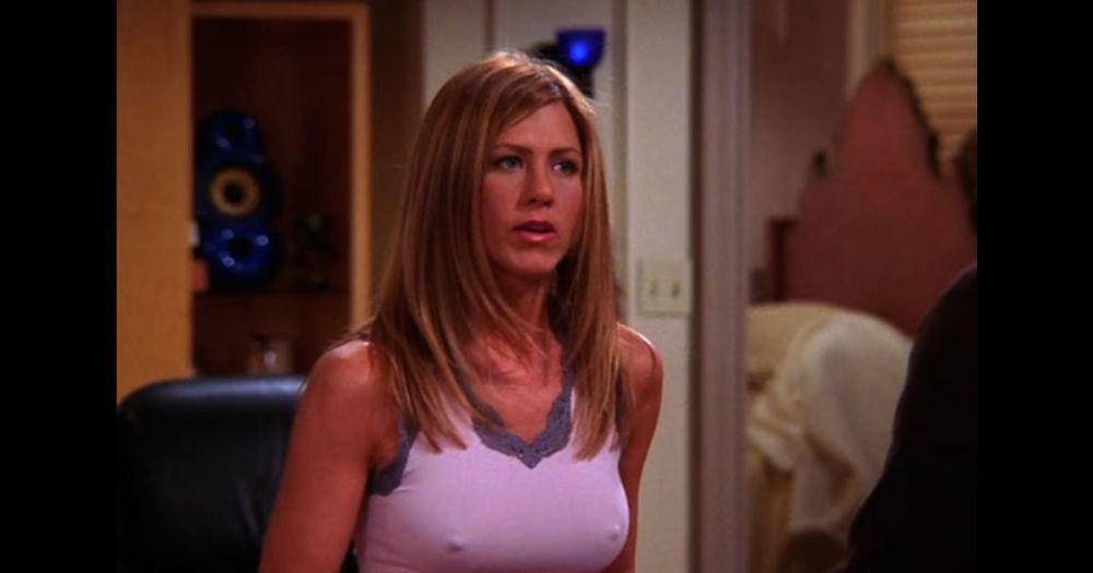 """La actriz Jennifer Aniston, sin sujetador, en muchos de los fotogramas de """"Friends""""."""