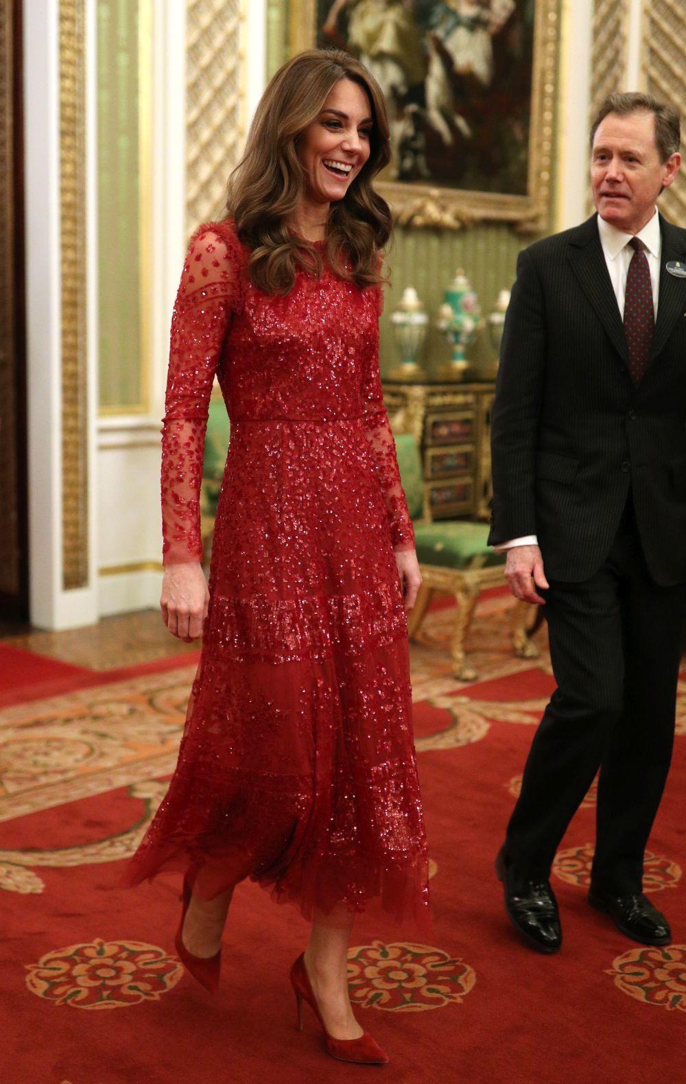 Kate Middleton sorprende con un vestido joya.