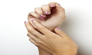Manicura francesa rosa y plateada