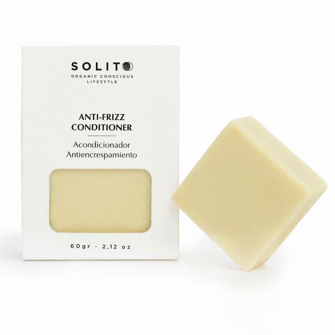 Anti-Frizz Conditioner, de Solito (8,95 euros). Acondicionador de cabello sólido con manteca de cacao y aceite de coco que regula el sebo, nutre e hidrata todo tipo de cabellos.