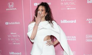 Rosalía posando en los premios Women in Music de Billboard