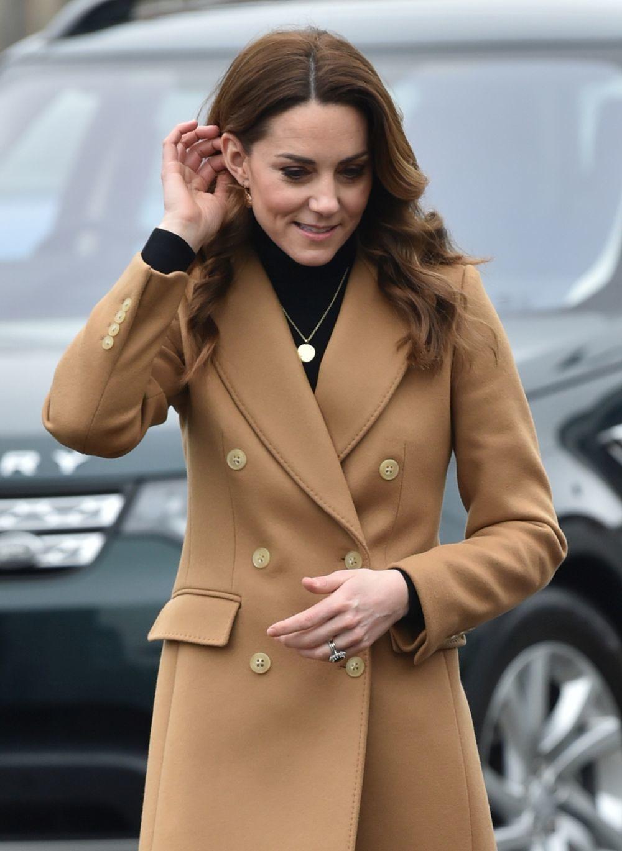 La duquesa de Cambridge con un abrigo de Massimo Dutti.