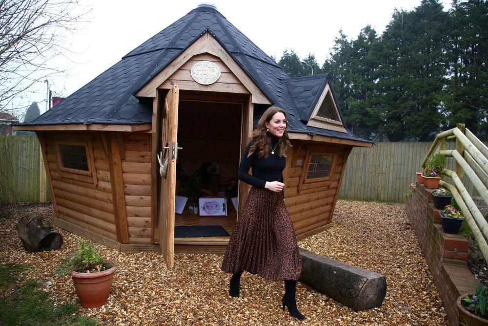 Kate Middleton con una falda de rebajas de Zara.