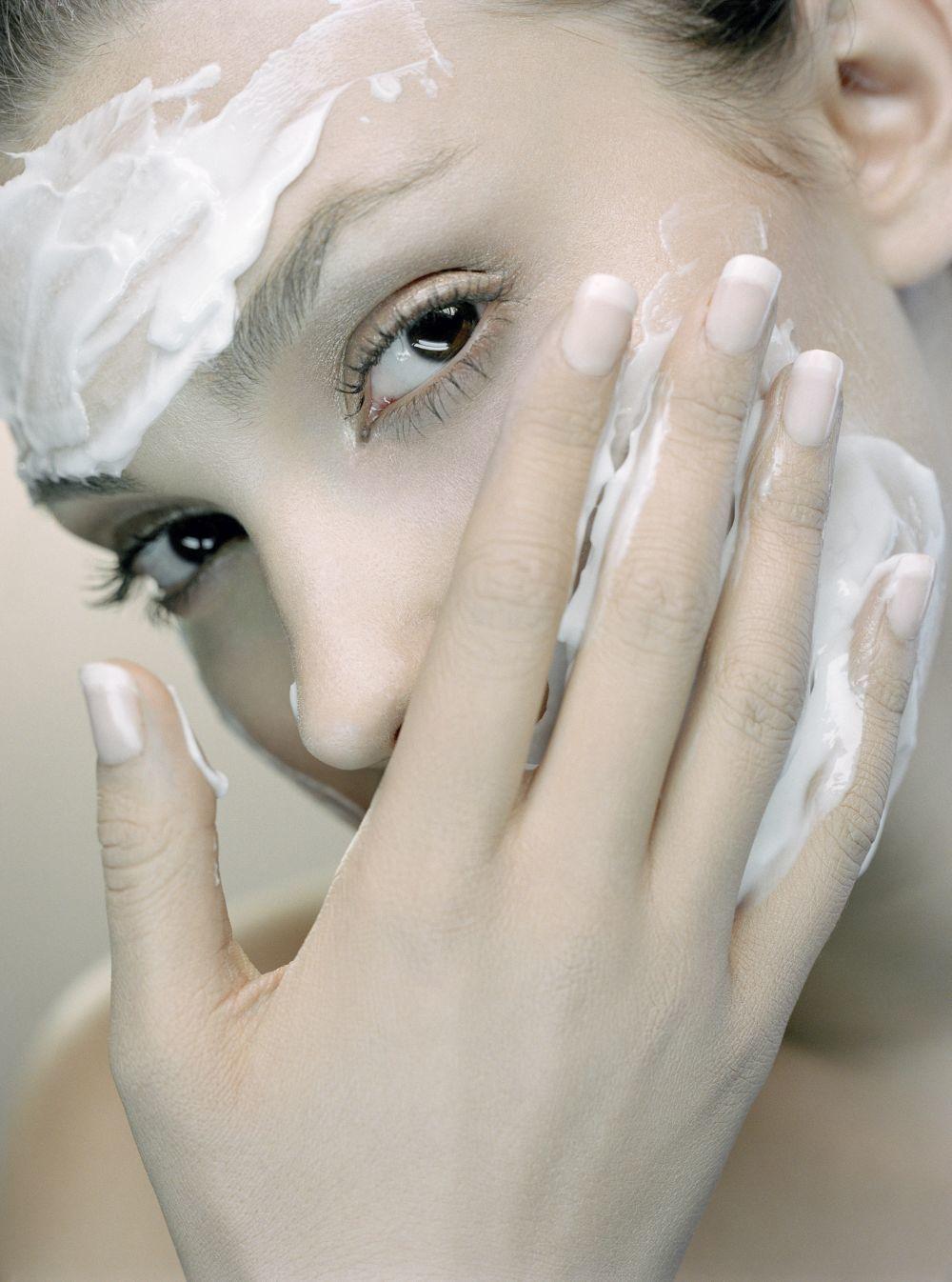 Son muy útiles contra el acné las mascarillas con arcillas naturales de efecto astringente.