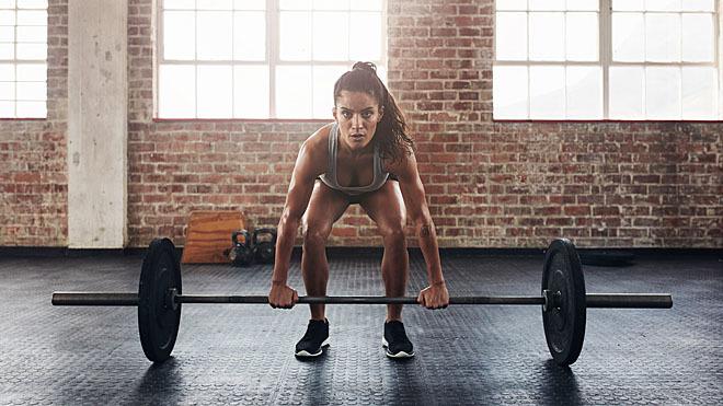 Fíjate bien en la posición antes de cargar el peso.