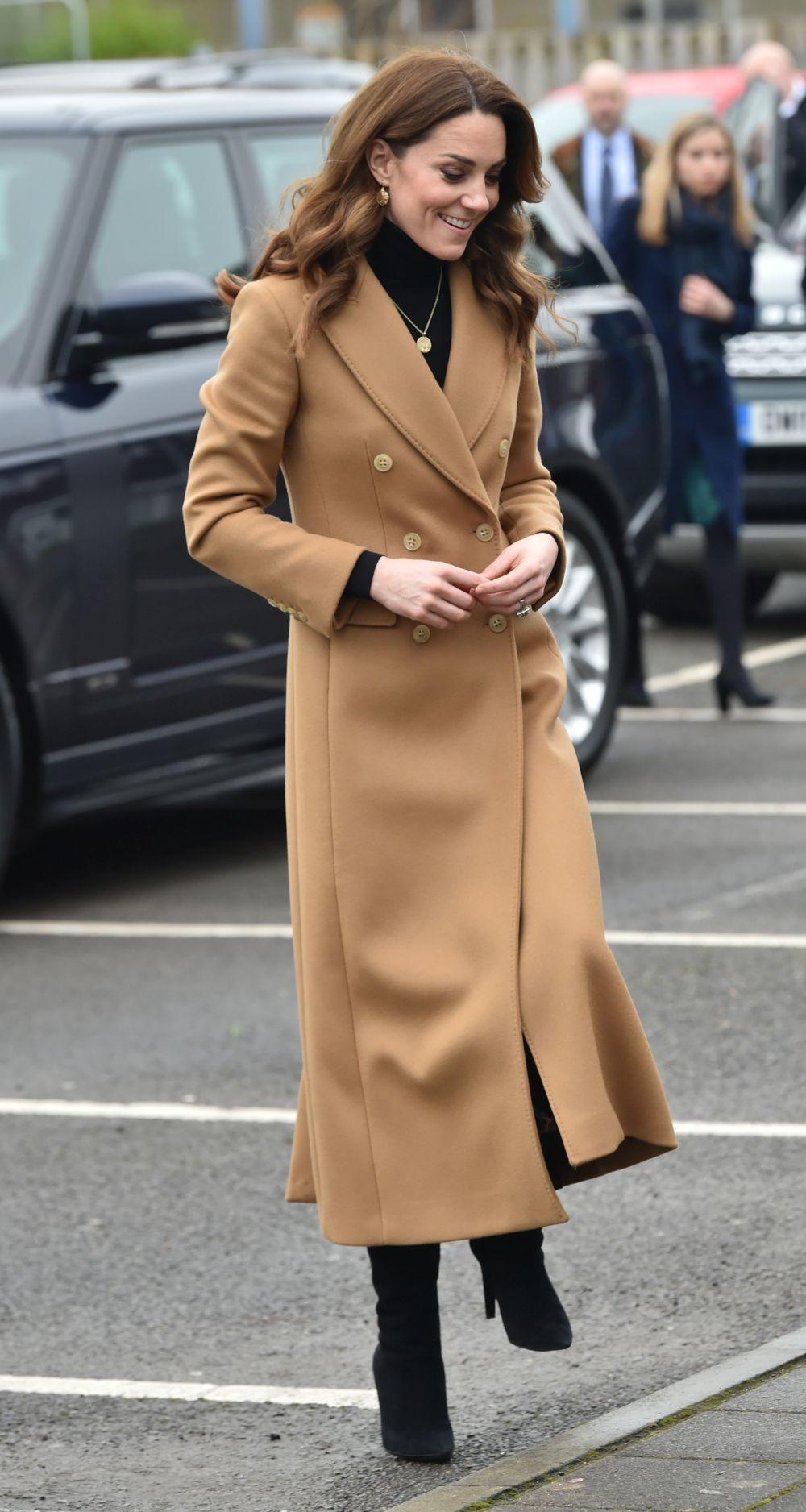 Kate Middleton con un abrigo de Massimo Dutti.