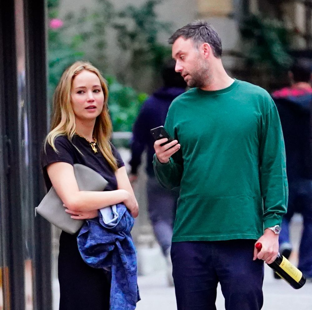 Jennifer Lawrence, sin maquillaje junto a Cooke Maroney en Nueva York.