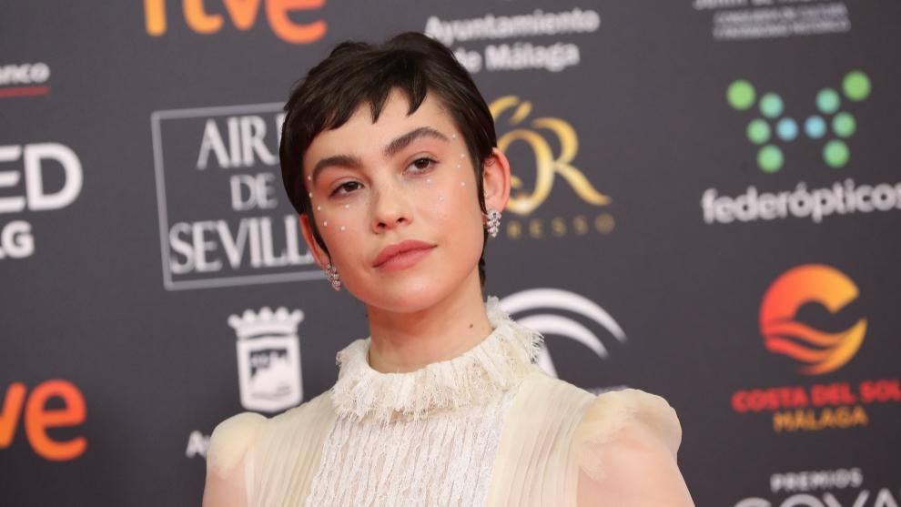 Greta Fernández con look creado por Chanel.