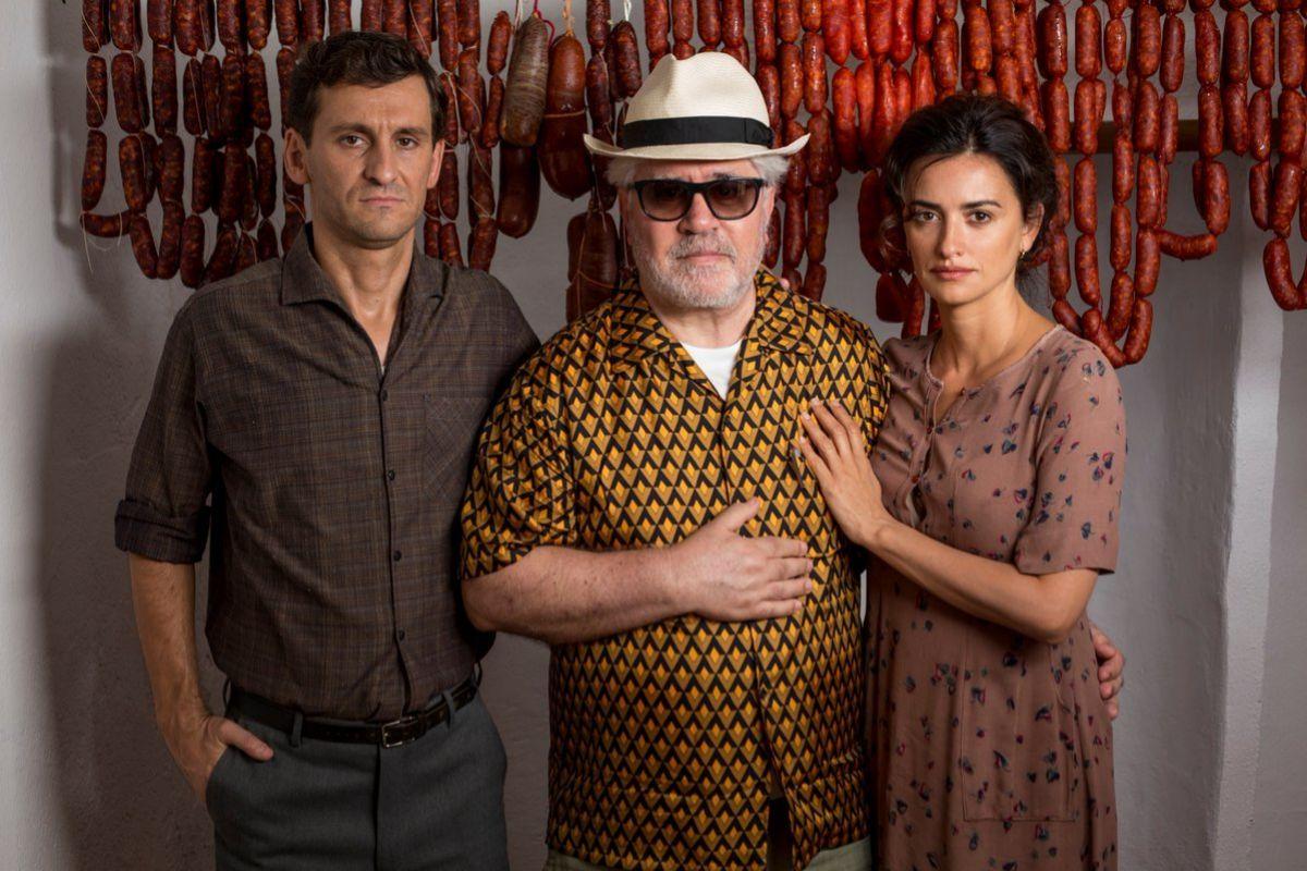Almodóvar en el rodaje de Dolor y gloria con Penélope Cruz y Raúl...