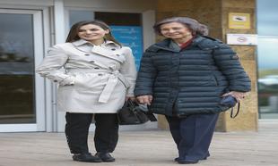 La Reina Letizia y la Reina Sofía en el Hospital Universitario La...