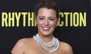 """Blake Lively en el estreno de su nueva película """"The Rhythm..."""
