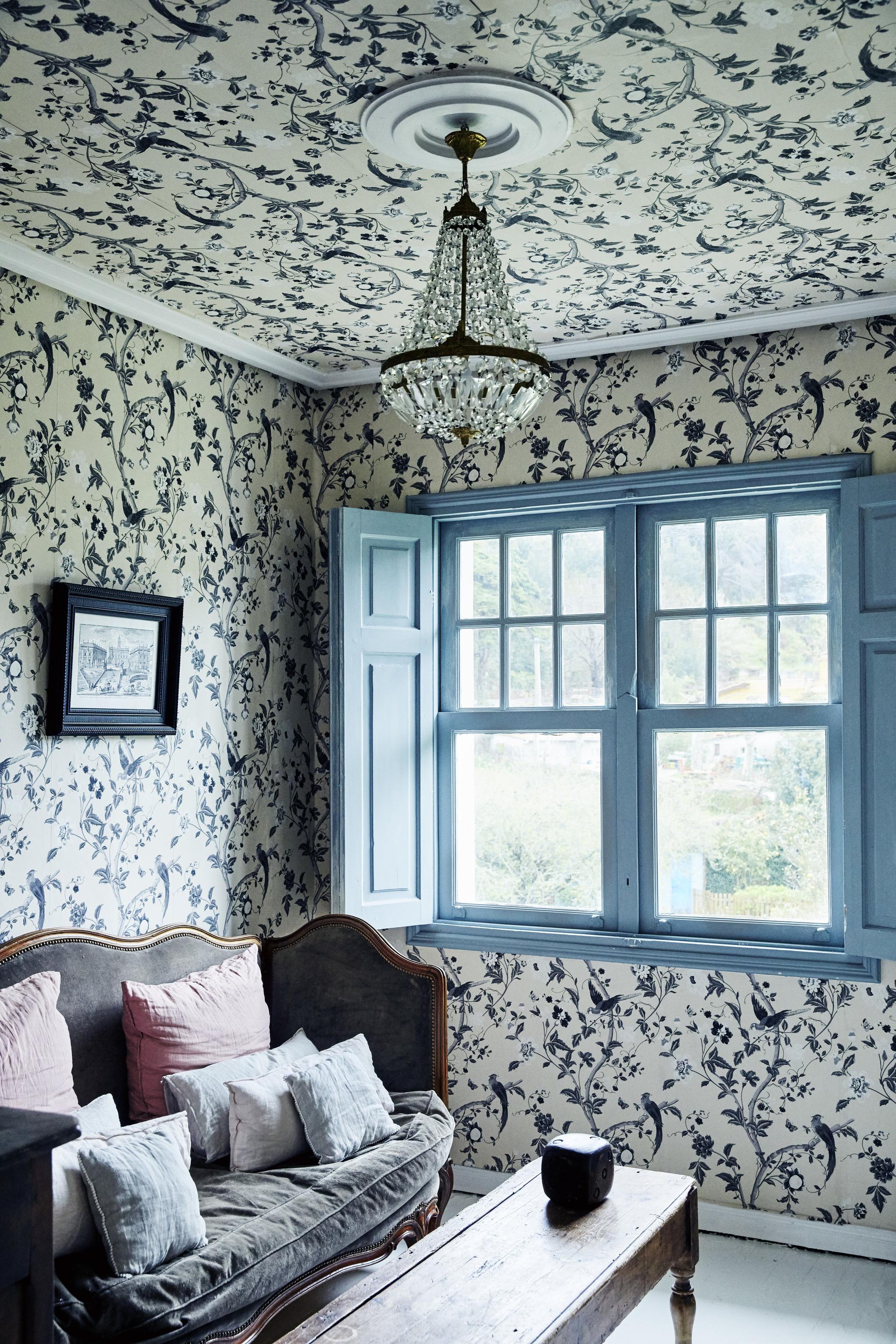 Ventila la casa durante 5 o 10 minutos. Aprovecha la luz natural.
