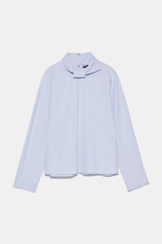 Blusa con detalle nudo en el cuello de Zara (7,99¤)