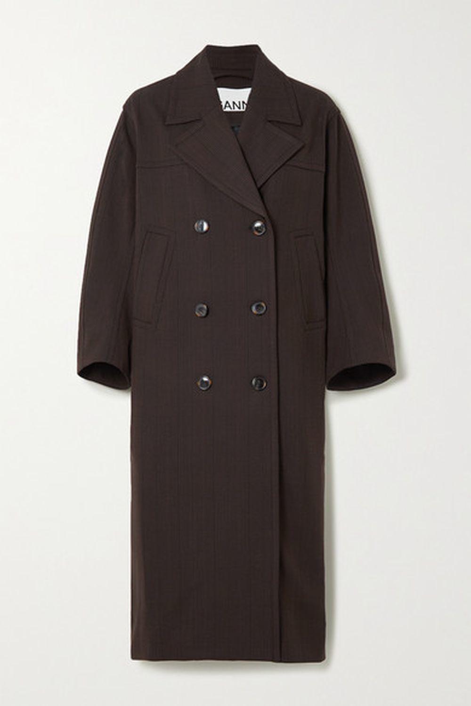 Abrigo <em>oversize</em> con doble botonadura (420 euros) de Ganni