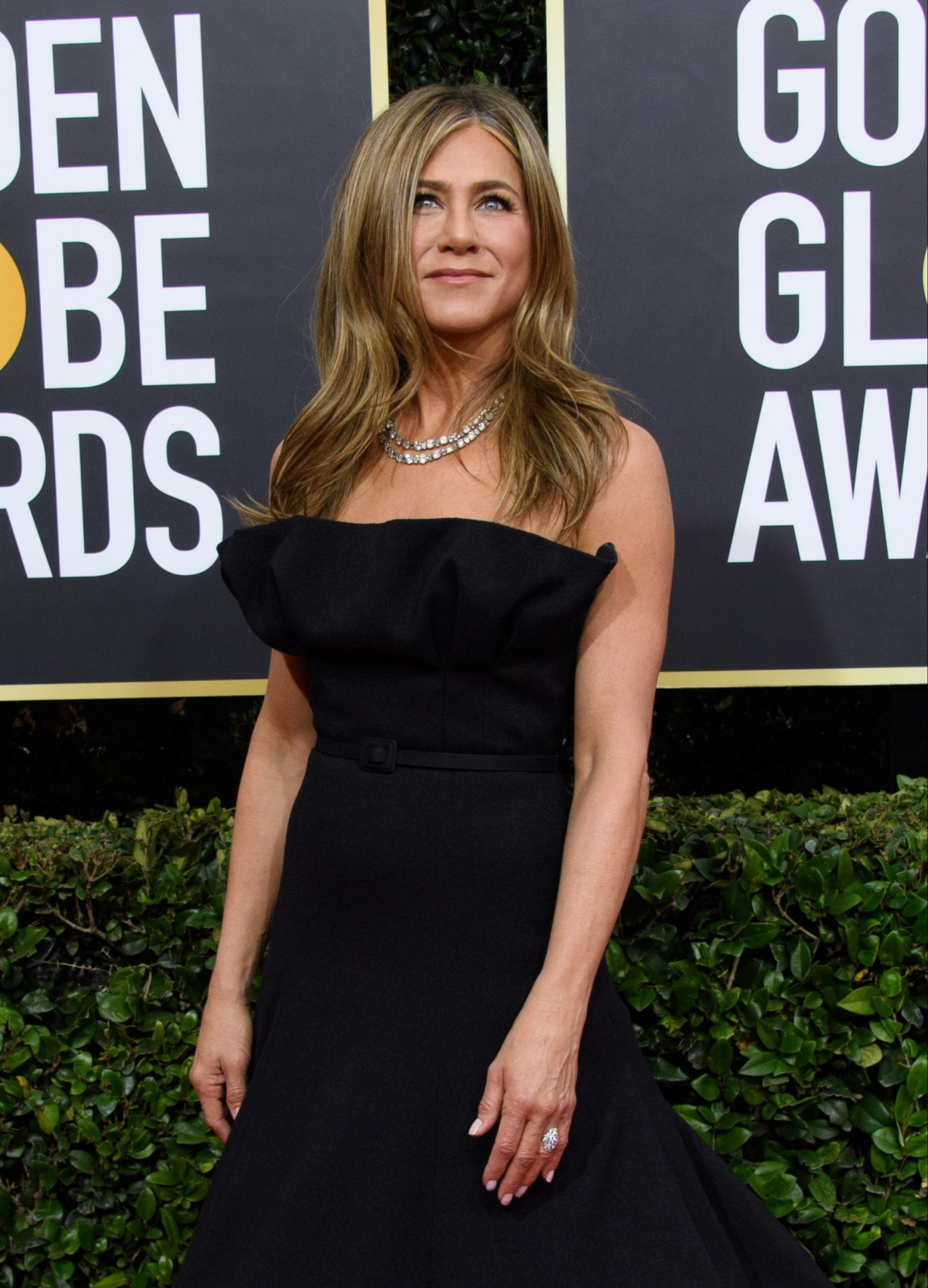 Jennifer Aniston con un little black dress de Christian Dior en los...