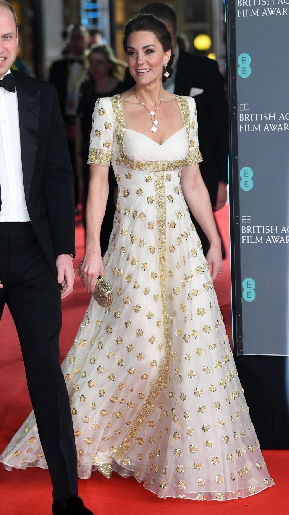 Kate Middleton con un vestido de gala de Alexander MacQueen.
