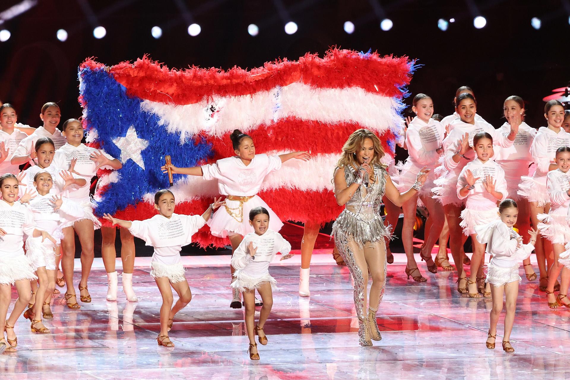 Jennifer Lopez en la Super Bowl junto a su hija Emme