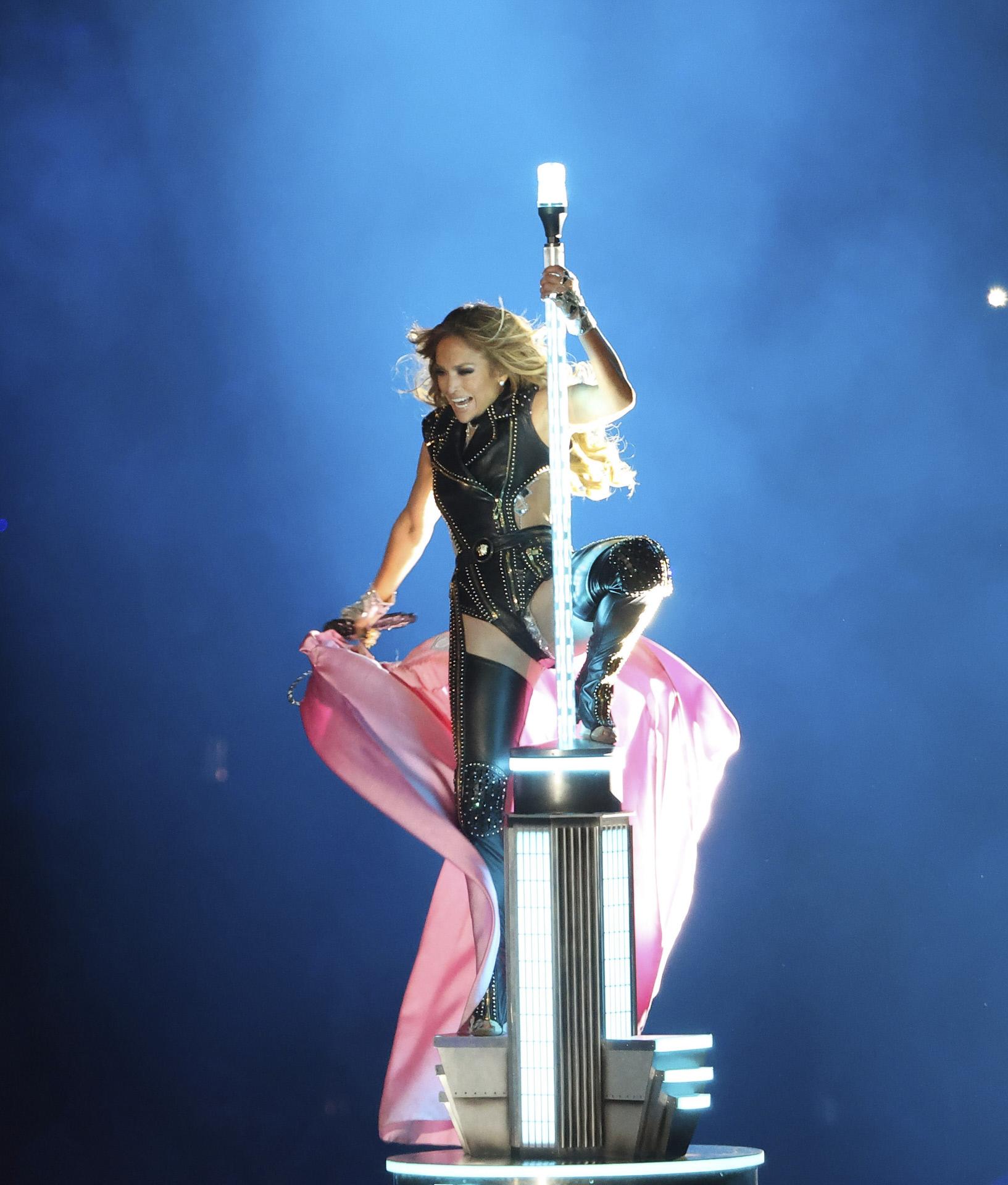 Jennifer Lopez, de Versace, en la Super Bowl.