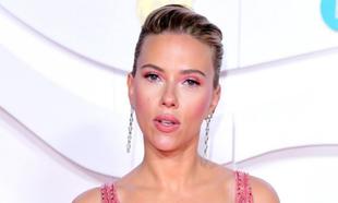 La actriz <strong>Scarlett Johansson</strong> lució uno de los...