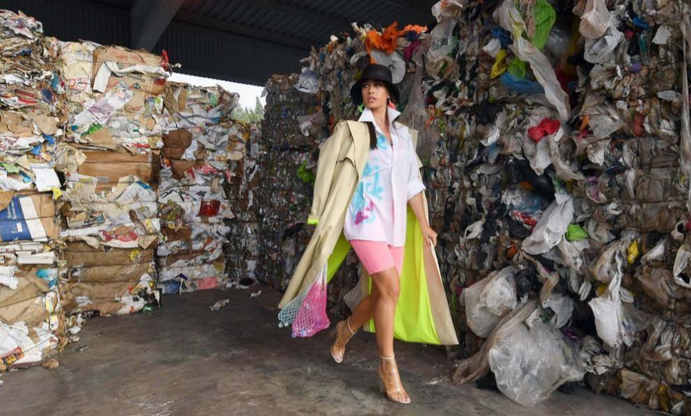 Desfile de moda en una planta de reciclaje en Minsk (Bielorrusia)